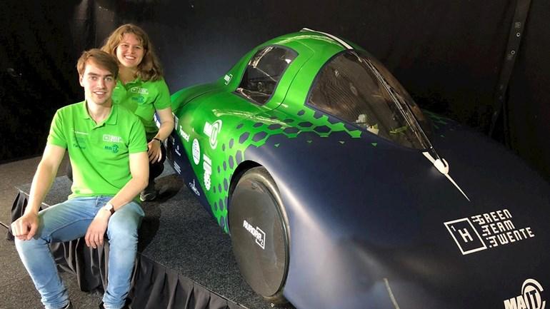 RTV Oost: Studenten presenteren waterstofauto, maar elektrisch is toch hip?